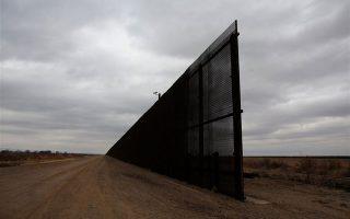 Φωτογραφία τμήματος του τείχους που βρίσκεται στο Ελ Πάσο, Τέξας το 2017 (Tomas Bravo / Reuters)