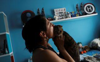 Πολλά ζώα, τετράποδα και μη, παρέχουν ψυχική υποστήριξη στους ιδιοκτήτες τους. Πρόκειται, όμως, για μια ιατρική ανάγκη ή απλώς για κατοικίδια που ξέρουν να μοιράζουν αγάπη και αφοσίωση; REUTERS