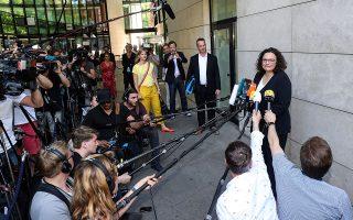 H επικεφαλής του SPD Αντρέα Νάλες, μετά την πανωλεθρία που υπέστη το κόμμα της στις ευρωεκλογές, υπέβαλε την παραίτησή της. Η κρίση στο SPD, όμως, συμπαρασύρει ολόκληρο τον μεγάλο συνασπισμό στο Βερολίνο. EPA/FELIPE TRUEBA