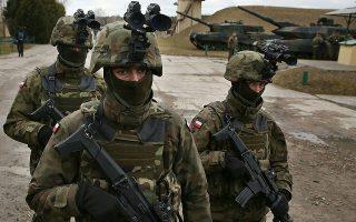 «Το κρίσιμο ερώτημα είναι το εξής: Υφίσταται κενό ασφαλείας σήμερα στην Ευρώπη, και εάν ναι, ποια είναι η απειλή και πώς μπορεί να αντιμετωπιστεί;» γράφει η κ. Γιαννάκου (φωτ. από άσκηση του ΝΑΤΟ). AP/Czarek Sokolowski