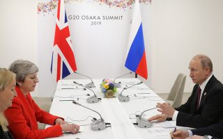 epa07679629 British Prime Minister Theresa May (2-L) and Russian President Vladimir Putin (R) meet on the sidelines of the G20 summit in Osaka, Japan, 28 June 2019.  EPA/MICHAEL KLIMENTYEV/SPUTNIK/KREMLIN POOL MANDATORY CREDIT