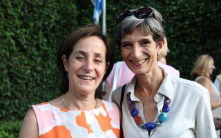 Η Ιρίτ Μπεν Αμπά με τη Βρετανίδα πρέσβειρα Κέιτ Σμιθ στην εκδήλωση αποχαιρετισμού. ΤΟ ΙΣΡΑΗΛ ΣΤΗΝ ΕΛΛΑΔΑ