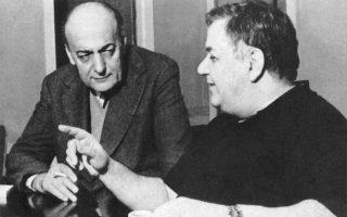 Ο Μάνος Χατζιδάκις (δεξιά) και ο ποιητής Νίκος Γκάτσος δημιούργησαν μερικά από τα σπουδαιότερα έργα της ελληνικής δισκογραφίας. ΑΡΧΕΙΟ ΓΙΩΡΓΟΥ ΧΑΤΖΙΔΑΚΙ