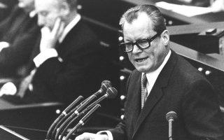 Με την άνοδο του Βίλι Μπραντ στην εξουσία το 1969 οι σχέσεις Βόννης - Αθηνών ψυχράνθηκαν, χωρίς πάντως να φτάσουν σε ρήξη.