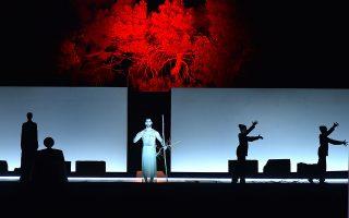 Η παράσταση του Μπομπ Ουίλσον δίχασε την περασμένη εβδομάδα το κοινό της Επιδαύρου.