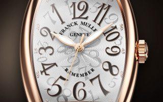 Ξεχάστε ό,τι ξέρατε για την ανάγνωση της ώρας. Στο νέο Remember του Franck Muller οι δείκτες κινούνται αντίθετα από την κανονική φορά ενός ρολογιού. Η ώρα στο εικονιζόμενο ρολόι είναι δύο και δέκα!