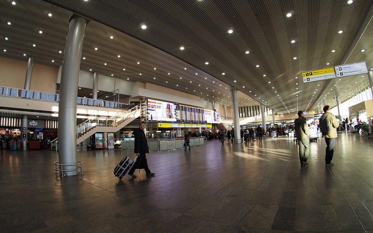 Χάος στο αεροδρόμιο της Μόσχας: Αναμονή έως και 6 ώρες για τις βαλίτσες – Ένας τόνος αποσκευών στα αζήτητα