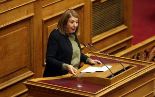 Η βουλευτής του ΣΥΡΙΖΑ και αντιπρόεδρος της Βουλής Τασία Χριστοδουλοπούλου μιλάει από το βήμα της Ολομέλειας της Βουλής στη συζήτηση για τον Προϋπολογισμό του έτους 2019, Αθήνα, Δευτέρα 17 Δεκεμβρίου 2018.  ΑΠΕ-ΜΠΕ/ΑΠΕ-ΜΠΕ/ΟΡΕΣΤΗΣ ΠΑΝΑΓΙΩΤΟΥ
