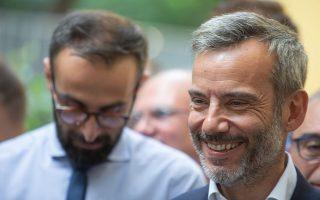Ο υποψήφιος Δήμαρχος Θεσσαλονίκης, Κωνσταντίνος Ζέρβας (Δ), με την παράταξη
