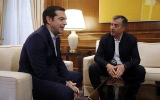 Ο πρωθυπουργός Αλέξης Τσίπρας (A) συνομιλεί με τον επικεφαλής του Ποταμιού Σταύρο Θεοδωράκη (Δ) στη συνάντηση που είχαν στο Μέγαρο Μαξίμου, Δευτέρα 12 Μαρτίου 2018. ΑΠΕ-ΜΠΕ/ΑΠΕ-ΜΠΕ/ΑΛΕΞΑΝΔΡΟΣ ΒΛΑΧΟΣ