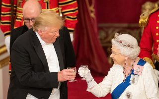 U.S. President Donald Trump and Britain's Queen Elizabeth raise their glasses to make a toast at the State Banquet at Buckingham Palace in London, Britain, June 3, 2019. Dominic Lipinski/Pool via REUTERS