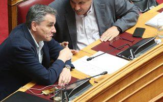 Ο υπουργός Υγείας Ανδρέας Ξανθός (Δ), ο ΥΠΟΙΚ Ευκλείδης Τσακαλώτος (Κ)  και ο υφυπουργός Εργασίας, Κοινωνικής Ασφάλισης και Κοινωνικής Αλληλεγγύης Τάσος Πετρόπουλος(Α)  στη σημερινή συνεδρίαση της Βουλής, στην Ολομέλεια, Παρασκευή 7 Ιουνίου 2019. ΑΠΕ-ΜΠΕ/ΑΠΕ-ΜΠΕ/Αλέξανδρος Μπελτές