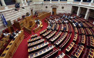 Ο υπουργός Υγείας Ανδρέας Ξανθός (2ος Α) και ο αναπληρωτής Παύλος Πολάκης (Α) παρίστανται στην Ολομέλεια, στην σημερινή συνεδρίαση της Βουλής, Παρασκευή 7 Ιουνίου 2019. ΑΠΕ-ΜΠΕ/ΑΠΕ-ΜΠΕ/Αλέξανδρος Μπελτές