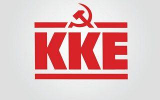 i-aleka-papariga-kai-o-thanos-mikroytsikos-sto-epikrateias-toy-kke0