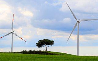 Ο τομέας της διαχείρισης της ενέργειας, της εξοικονόμησής της και της ευρείας επέκτασης των ανανεώσιμων πηγών ενέργειας (ΑΠΕ) έχει επίσης μεγάλες αναπτυξιακές προοπτικές και θα πρέπει να δοθεί προτεραιότητα στην εξάλειψη των θεσμικών ελλειμμάτων και της έλλειψης θεσμικών κινήτρων.
