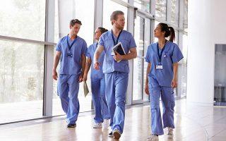 Σουηδός χειρουργός δηλώνει στο Bloomberg πως «πρέπει να θεσπιστεί σύστημα που να προσφέρει στις νοσοκόμες αρκετά καλή πληρωμή ώστε να μην επιλέγουν να εργάζονται στο ΙΚΕΑ».