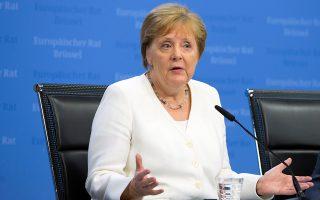 Η Γερμανίδα καγκελάριος Αγκελα Μέρκελ κατά τη διάρκεια της χθεσινής συνέντευξης Τύπου στις Βρυξέλλες.