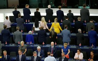 Με γυρισμένη την πλάτη Βρετανοί ευρωσκεπτικιστές, μία από τις τελευταίες αναμνήσεις της βρετανικής πορείας στην Ε.Ε.