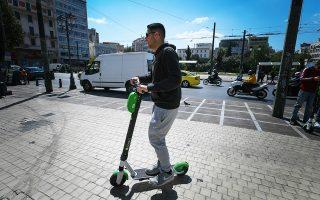 Η εισήγηση του υπουργείου Υποδομών θέλει στα ελαφρά προσωπικά ηλεκτρικά οχήματα (ΕΠΗΟ) να υπάγονται όσα οχήματα κινούνται με ηλεκτροκινητήρα και δεν εμπίπτουν στον ΚΟΚ. Πρόκειται για κινούμενα  με ηλεκτροκινητήρα πατίνια, τροχοπέδιλα (rollers), τροχοσανίδες (skate boards) και αυτοεξισορροπούμενα οχήματα.