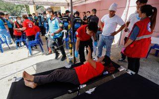 Στο νοσοκομείο κατέληξαν δεκάδες υποστηρικτές της Ιμέλντα Μάρκος, οι οποίοι παρευρέθησαν στην τελετή για τα ενενηκοστά της γενέθλια.