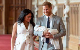 Μακριά από αδιάκριτα βλέμματα θα βαφτιστεί ο Αρτσι Χάρισον Μαουντμπάντεν Ουίνδσορ. Ο πρίγκιπας Χάρι και η Μέγκαν Μαρκλ δεν θα τηρήσουν την παράδοση.