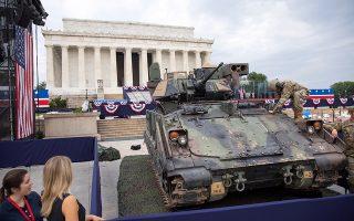 Μια 4η Ιουλίου διαφορετική από τις προηγούμενες επεφύλαξε ο Αμερικανός πρόεδρος Τραμπ στους Αμερικανούς, μεταφέροντας τεθωρακισμένα μπροστά στο Λίνκολν Μεμόριαλ και δίνοντας εντολή να πετάξουν στρατιωτικά αεροπλάνα πάνω από την Ουάσιγκτον.  Αντιθέτως προς τα ειωθότα, ο Αμερικανός πρόεδρος αποφάσισε να θέσει τον εαυτό του στο επίκεντρο των εορτασμών, εκφωνώντας λόγο στην Ουάσιγκτον.