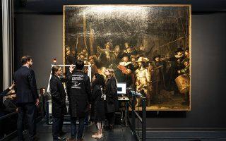 Ειδικοί μελετούν τη «Νυχτερινή περίπολο» στο Rijksmuseum, το πιο φιλόδοξο έργο του Ρέμπραντ, διαστάσεων 4x4,5 μέτρων και βάρους 337 κιλών.