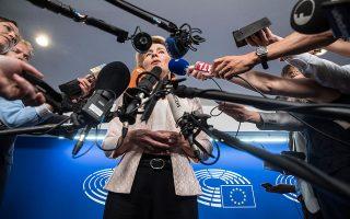 H νέα πρόεδρος της Ευρωπαϊκής Επιτροπής, Ούρσουλα φον ντερ Λάιεν, απαντά σε ερωτήματα δημοσιογράφων στο Ευρωπαϊκό Κοινοβούλιο στο Στρασβούργο. Η επιλογή της προκάλεσε νέους ενδοκυβερνητικούς τριγμούς στο Βερολίνο. A.P./JEAN FRANCOIS BADIAS