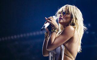 Κλασικό με μοντέρνα ματιά. Ενα από τα πιο σημαντικά φεστιβάλ είναι αυτό του Μοντρέ. Αυτό δεν σημαίνει ότι δεν παρουσιάζει και ό,τι πιο νέο και «καυτό» υπάρχει στην μουσική. Σε αυτό το κλίμα και η συναυλία της εικονιζόμενης Rita Ora, μία από τις 450 που θα δοθούν στο πλαίσιο του  Montreux Jazz Festival. EPA/VALENTIN FLAURAUD
