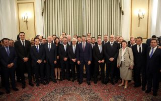 epa07704998 Ministers of the new government of Kyriakos Mitsotakis (C), leader of the New Democracy party, pose for a photo with Greek President Prokopis Pavlopoulos (7-L front row), in Athens, Greece, 09 July 2019. New Democracy won general elections in Greece on 07 July and will form a majority government.  EPA/ORESTIS PANAGIOTOU  EPA-EFE/ORESTIS PANAGIOTOU