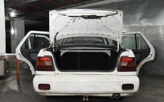 Το πορτμπαγκάζ του αυτοκινήτου στο οποίο ο δράστης τοποθέτησε τη βιολόγο, με σκοπό να τη μεταφέρει 10 χλμ. μακριά και να τη βιάσει.