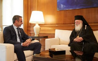 «Προσβλέπω σε μια πολύ ουσιαστική συνεργασία μαζί σας», είπε στον Αρχιεπίσκοπο ο πρωθυπουργός.