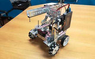 Το ρομπότ που σχεδίασε και προγραμμάτισε η ESDALab-WRO.