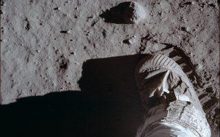 Το βράδυ της 20ής Ιουλίου 1969, πάνω στη σκονισμένη επιφάνεια της Σελήνης, αποτυπώθηκε για πρώτη φορά ένα ανθρώπινο χνάρι που έγινε το σύμβολο «ενός τεράστιου άλματος για την ανθρωπότητα». Buzz Aldrin/NASA via A.P.