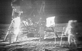 Η προσσελήνωση της 20ής Ιουλίου του 1969 όπως καταγράφηκε από τις τηλεοπτικές κάμερες της εποχής.