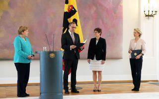 Η γυναικεία τρόικα που θα κυβερνά την Ευρώπη και τη Γερμανία: η καγκελάριος Αγκελα Μέρκελ, η νέα πρόεδρος της Κομισιόν Ούρσουλα φον ντερ Λάιεν και η υπουργός Αμυνας της Γερμανίας, Ανεγκρετ Κραμπ-Κάρενμπαουερ.
