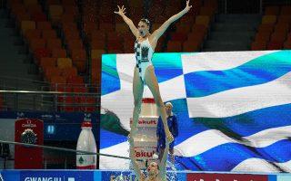 Εντυπωσιακές οι προσπάθειες των Ελληνίδων αθλητριών στην καλλιτεχνική κολύμβηση.