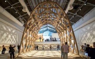 Ερωτήματα για το μέλλον της κατοικίας και της συνύπαρξης σε πολλά επίπεδα απευθύνει η πιο σημαντική έκθεση αρχιτεκτονικής για το 2020.