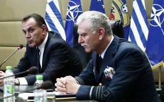 Ο υπουργός Εθνικής Αμυνας Νίκος Παναγιωτόπουλος (αριστερά) επισκέφθηκε την έδρα της ΕΛΔΥΚ, τα Φυλακισμένα Μνήματα, τον Τύμβο Μακεδονίτισσας και το Πανόραμα Αγνοουμένων στα Πυργά (φωτ. αρχείου από το ΥΠΕΘΑ με τον αρχηγό ΓΕΕΘΑ Χρήστο Χριστοδούλου).
