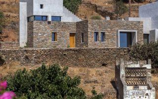 Η κατοικία στον Τριαντάρο της Τήνου, σχεδιασμένη από τον αρχιτέκτονα Αριστείδη Ντάλα.