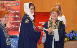 Η Αΐσα Μοχάμεντ Σαΐντ Φαντίλα Αλχαμελί με την πρύτανη του Πανεπιστημίου Αιγαίου, Χρυσή Βιτσιλάκη.