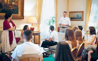 Η συζήτηση του κ. Μητσοτάκη με τους μαθητές επικεντρώθηκε στον ρόλο του κράτους, ενώ μίλησαν και για το brain drain, τον αντικαπνιστικό νόμο και εκπαιδευτικά ζητήματα.