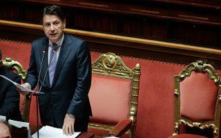 O Τζουζέπε Κόντε κατά τη χθεσινή ομιλία του ενώπιον της ιταλικής Γερουσίας για την υπόθεση παράνομης χρηματοδότησης του εταίρου του.