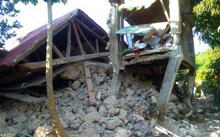 filippines-okto-nekroi-kai-dekades-traymaties-apo-diadochikoys-seismoys0