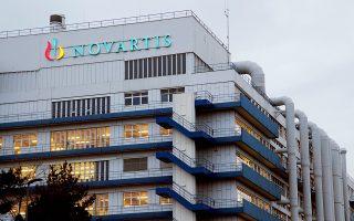 Οι δικαστικοί χειρισμοί στην υπόθεση Novartis βάλλονται από την αρχή από τους εμπλεκόμενους πολιτικούς, αλλά και από νομικούς και την τότε αντιπολίτευση.