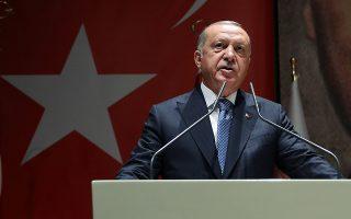 Ο Τούρκος πρόεδρος απείλησε τις ΗΠΑ ότι η χώρα «θα στραφεί αλλού», σε περίπτωση που ισχύσει ο αποκλεισμός της από το πρόγραμμα των F-35, ενώ απείλησε και με άλλες, εμπορικού τύπου, συνέπειες.