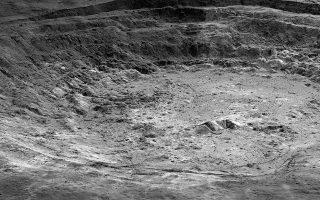 Tμήμα του κρατήρα «Αρίσταρχος» στην επιφάνεια της Σελήνης, όπου επικρατούν ακραίες συνθήκες. Εχει, δε, και έντονη σεισμική δραστηριότητα. NASA/GSFC/ARIZONA STATE UNIVERSITY