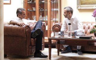 Ο πρόεδρος της Νέας Δημοκρατίας Κυριάκος Μητσοτάκης συνομιλεί με τον νεοεκλεγέντα  Δήμαρχο Θεσσαλονίκης Κωνσταντίνο Ζέρβα, κατά τη διάρκεια της συνάντησής τους, την Παρασκευή 5 Ιουλίου 2019. Ο πρόεδρος της ΝΔ  θα πραγματοποιήσει περιοδεία στην Πιερία, την Ημαθία και την Πέλλα και θα κλείσει την προεκλογική του εκστρατεία στη Θεσσαλονίκη, όπου θα κάνει βόλτα στην Πλατεία Αριστοτέλους και θα συνομιλήσει με πολίτες. ΑΠΕ-ΜΠΕ/ΓΡΑΦΕΙΟ ΤΥΠΟΥ ΝΔ/ΔΗΜΗΤΡΗΣ ΠΑΠΑΜΗΤΣΟΣ