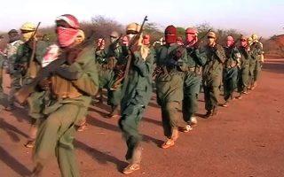 Άνδρες της τζιχαντιστικής οργάνωσης Αλ Σεμπάμπ εκπαιδεύονται σε κάποιο στρατόπεδο εκπαίδευσης σε κάποια άγνωστη τοποθεσία της Σομαλίας, το 2009. ΑSSOCIATED PRESS