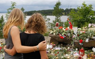 Ο 32χρονος Νορβηγός ακροδεξιός εξτρεμιστής Αντρέι Μπέρινγκ Μπρέιβικ αιματοκυλεί τη Νορβηγία με μία πρωτοφανή για τα δεδομένα της Νορβηγίας, διπλή τρομοκρατική επίθεση, η οποία αφήνει πίσω της 77 νεκρούς, το 2011. (AP Photo/Ferdinand Ostrop)